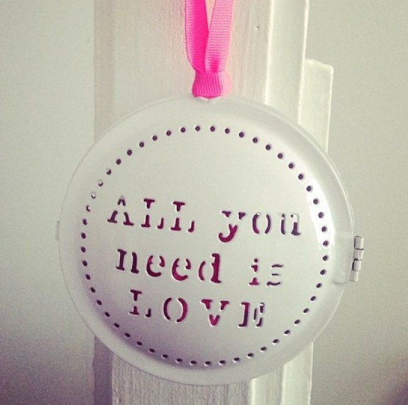 All you need is love - by Humeur de moutard