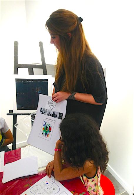 sortie regards d enfants des supers ateliers gratuits dans les galeries carr d artistes. Black Bedroom Furniture Sets. Home Design Ideas